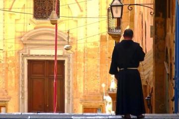 Valletta Malta Priester (c) Anja Knorr