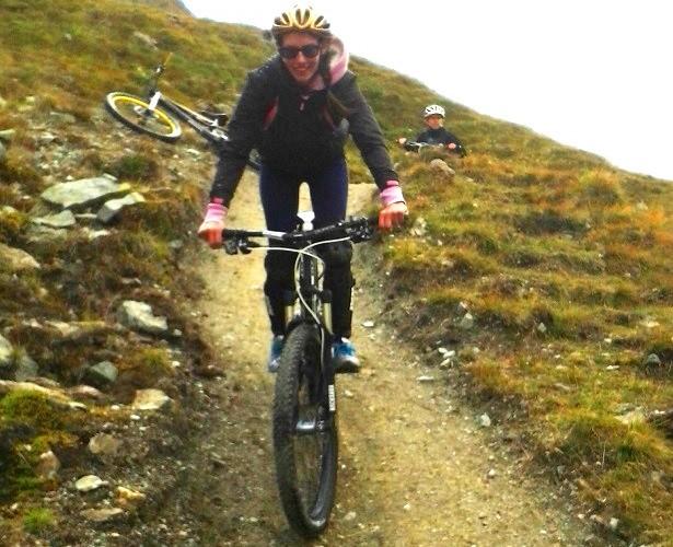MTB Frau Alpen (c) Anja Knorr