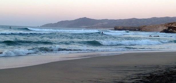 Fuerteventura Wellen Strand  (c) Julian Siewert